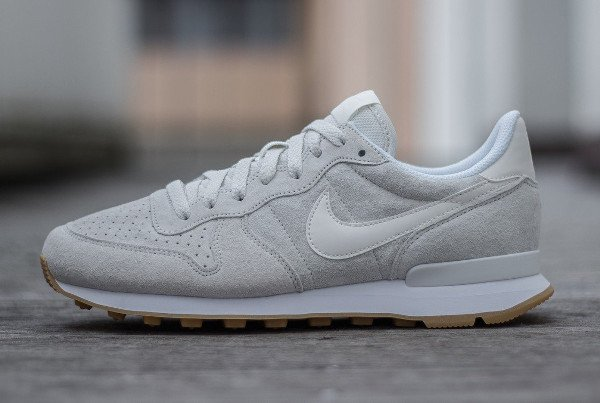 nike blanche internationalist