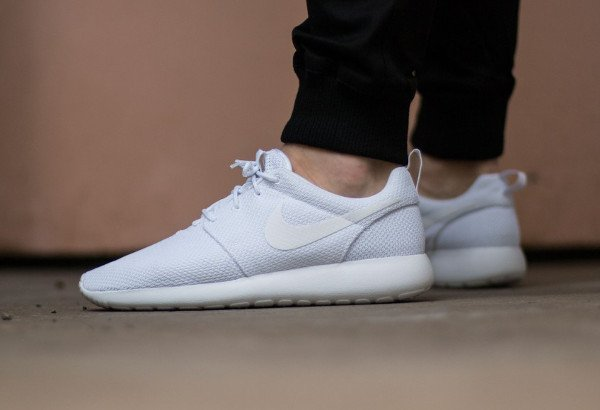 nike blanche homme rosh one