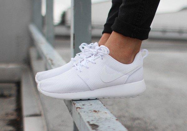 Nike Wmns Roshe One White (1)