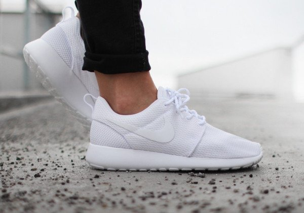 Nike Wmns Roshe One White (2)