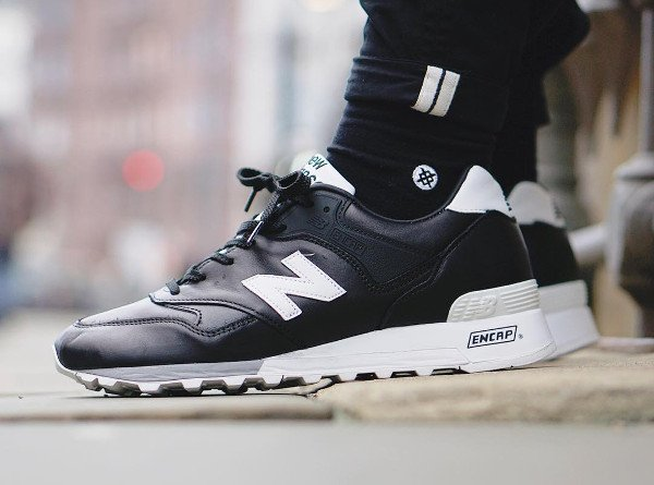 Le pack New Balance 'Football' : des sneakers 'crampons'