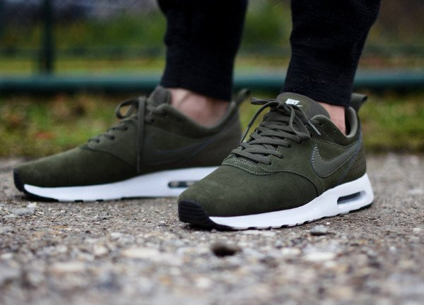 acheter Nike Air Max Tavas Leather Medium Olive pas cher (1)