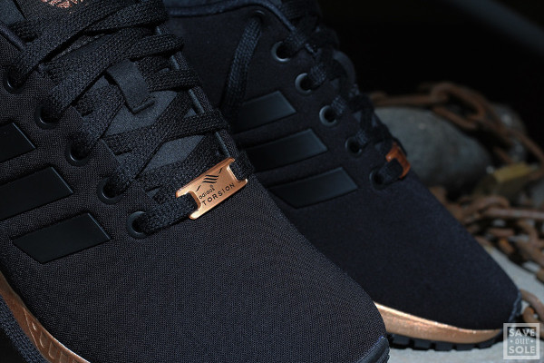 pretty nice 863dd a4728 Gros plan sur la Adidas ZX Flux 'Bronze' Black Copper Metallic