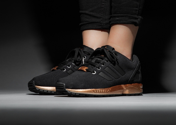 pas mal 651ab 3a409 Gros plan sur la Adidas ZX Flux 'Bronze' Black Copper Metallic