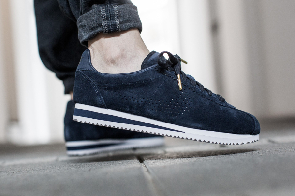 online store 5fc9b cdd72 Basket Nike Classic Cortez LX Suede Dark Obsidian pas cher (1)