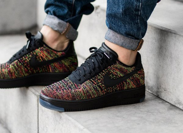 48c203826802c Gros plan   Nike Air Force 1 Flyknit basse White Ice   Multicolor