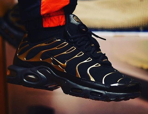 Nike Air Max Plus TN Black Metallic Gold - @gmfbkh