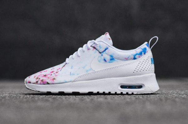 tout neuf 337f9 2d668 Gros plan sur les Nike Wmns Print Floral Cherry Blossom Sakura