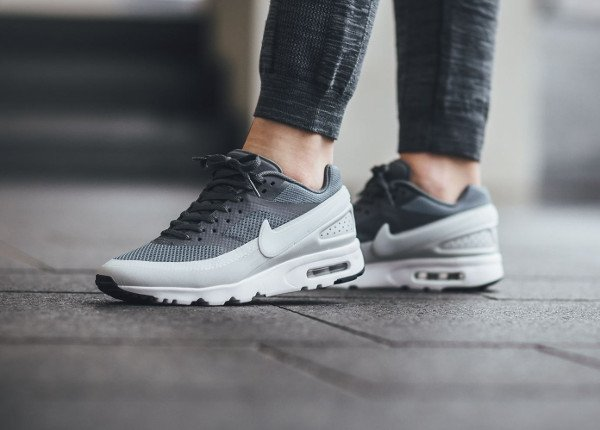 best service best place classic Gros plan sur la Nike Air Max BW Ultra Hyperfuse Cool Grey