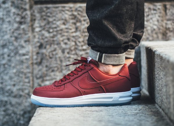 acheter Nike Lunar Force 1 '14 Low Suede Team Red Ice pas cher (1)