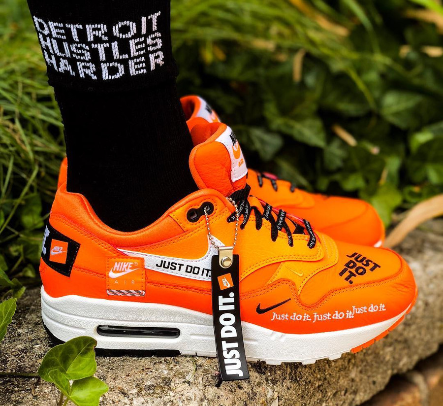 air-max-1-orange-jdi-just-do-it-mini-swoosh