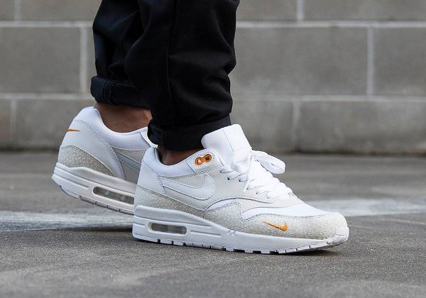 basket Nike Air Max 1 PRM Safari QS Kumquat Mini Swoosh pas cher (1)