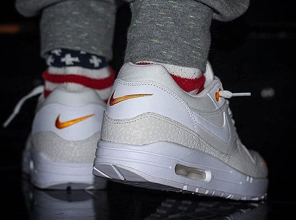 basket Nike Air Max 1 PRM Safari QS Kumquat Mini Swoosh pas cher (5)