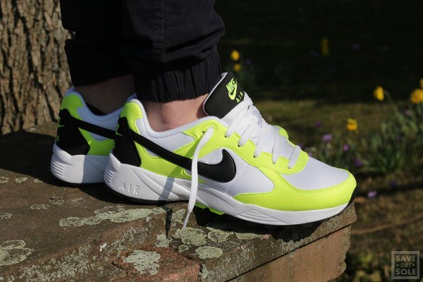 chaussure Nike Air Icarus NSW OG White Black Volt (1)