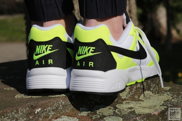 chaussure Nike Air Icarus NSW OG White Black Volt (2)