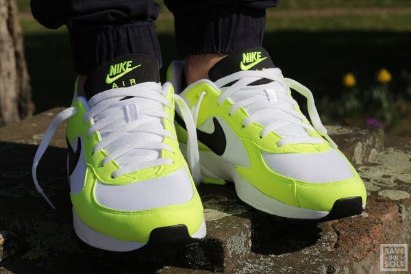 chaussure Nike Air Icarus NSW OG White Black Volt (3)