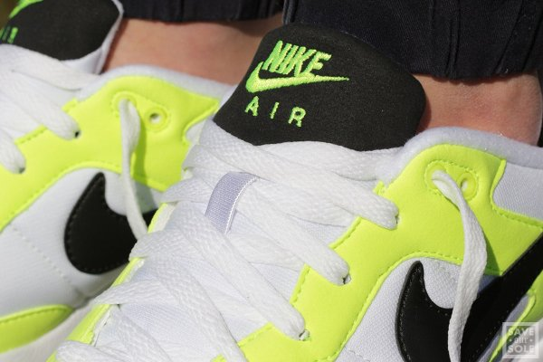 chaussure Nike Air Icarus NSW OG White Black Volt (4)