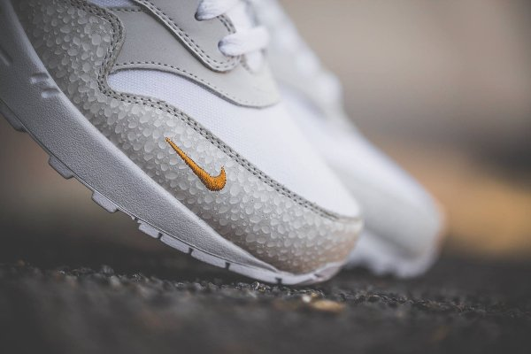 chaussure Nike Air Max 1 Premium Safari White Kumquat quickstrike (2)