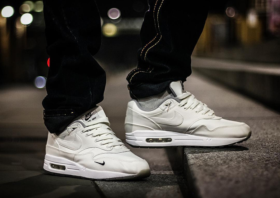 dover-street-market-nike-air-max-1-white-blanche