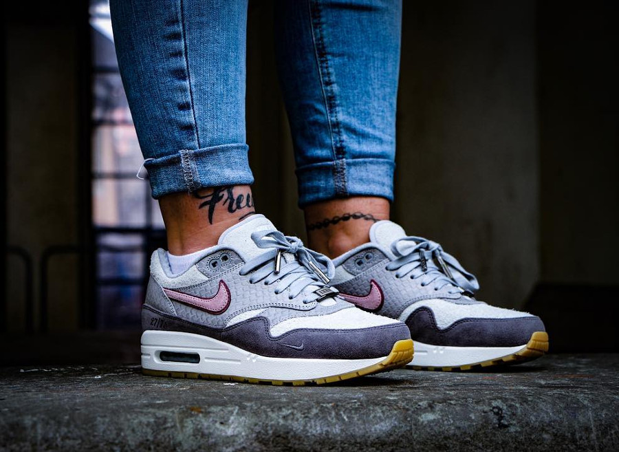 nike-air-max-1-bespoke-paris-on-feet