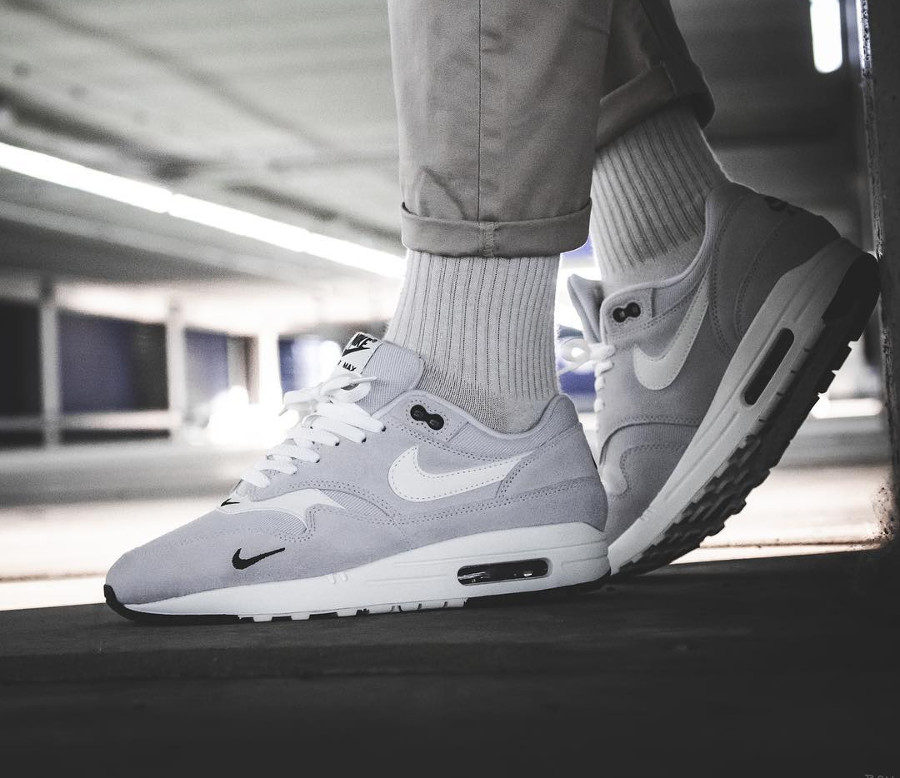 nike-air-max-1-premium-pure-platinum-2018-mini-swoosh-on-feet- 875844-006