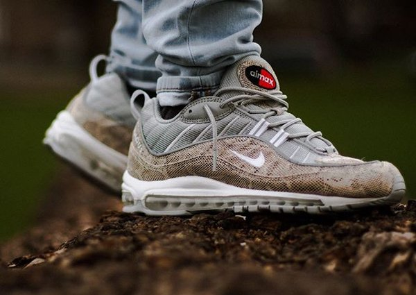 Basket Supreme x Nike Air Max 98 Sail Snakeskin Leather (1)