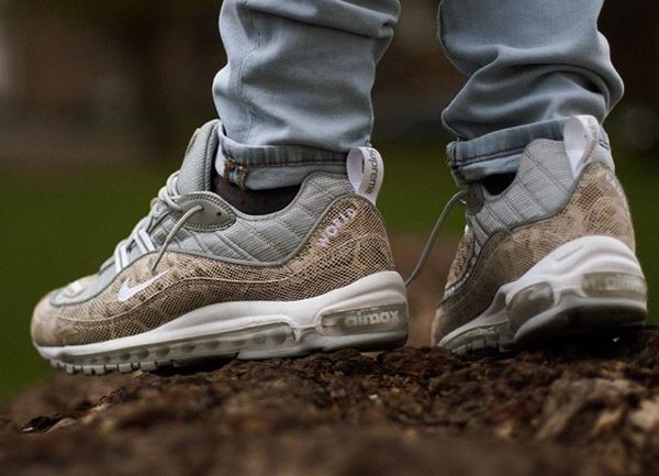 on sale bb9b8 30b9d Basket Supreme x Nike Air Max 98 Sail Snakeskin Leather (2)