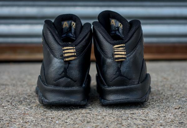 En vente (tailles homme 190€ & femme 130€) le samedi 30 avril au Nike  Store.fr (à partir de 9 heures). Chaussure Nike Air Jordan 10 Retro NYC ...