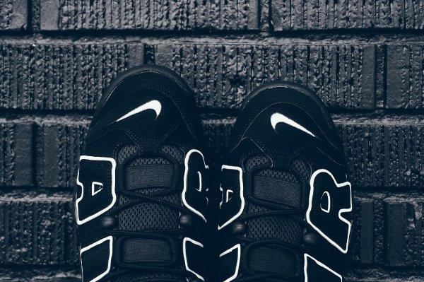 Chaussure Nike Air More Uptempo OG noire retro 2016 pas cher (7)