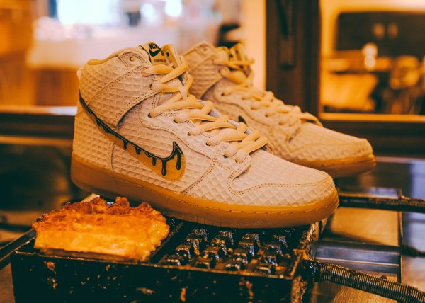 basket Nike Dunk High Pro SB PRM Waffle Flat Gold Star QS pas cher (2)