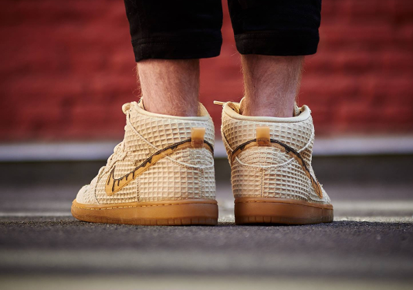 basket Nike Dunk High Pro SB PRM Waffle Flat Gold Star QS pas cher (4)
