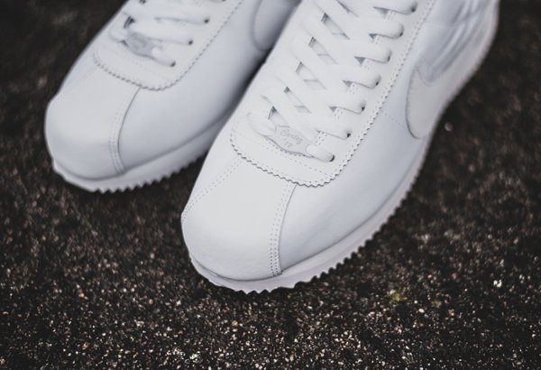 chaussure Nike Cortez Basic 1972 blanche (2)