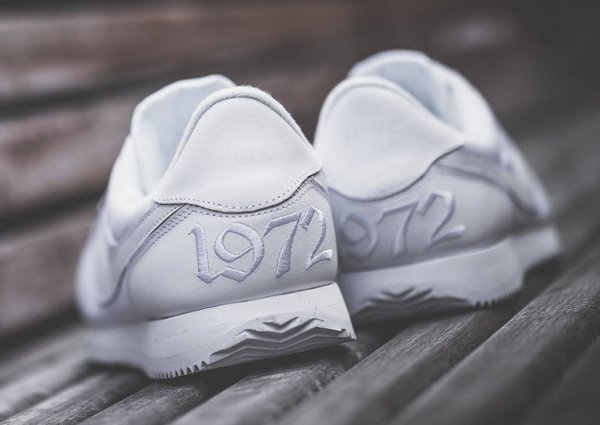chaussure Nike Cortez Basic 1972 blanche