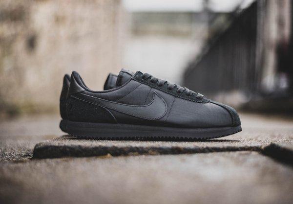 chaussure Nike Cortez Basic 1972 noire (3)