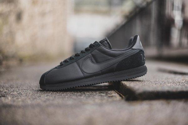 chaussure Nike Cortez Basic 1972 noire (4)