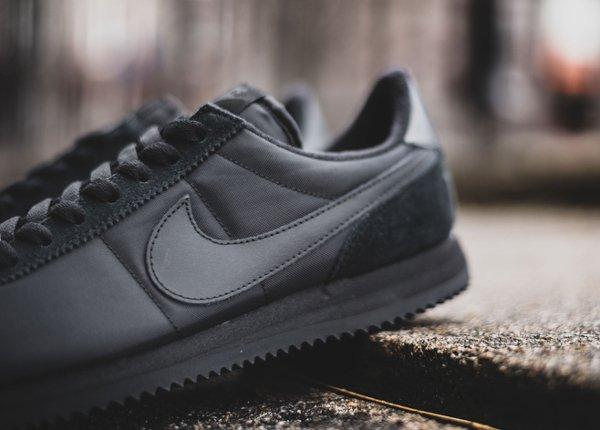 chaussure Nike Cortez Basic 1972 noire (5)