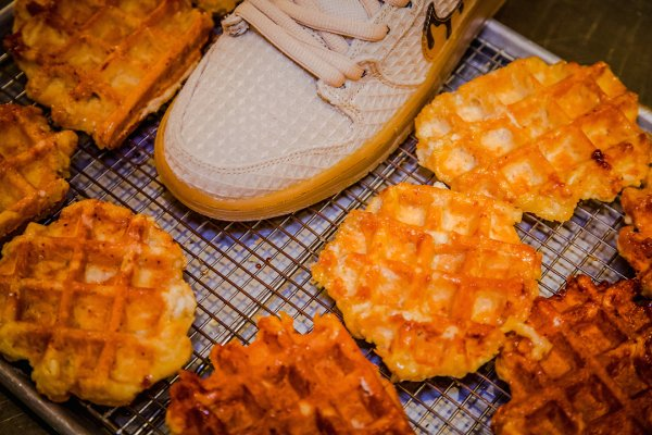 chaussure Nike Dunk High Pro SB Chicken and Waffles (1)