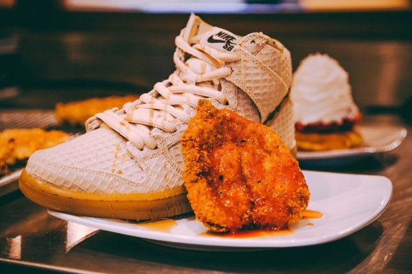 chaussure Nike Dunk High Pro SB Chicken and Waffles (2)