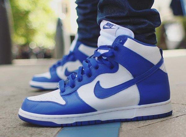 chaussure Nike Dunk High Retro White Blue Kentucky 2016 aux pieds