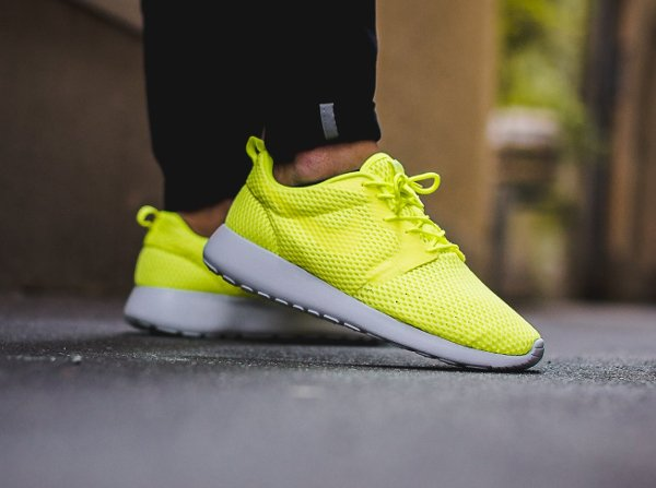 chaussure Nike Roshe One Hyper BR Volt (1)