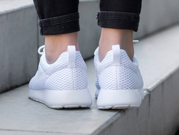 chaussure Nike Wmns Roshe One Hyper BR White Pure Platinum (1)