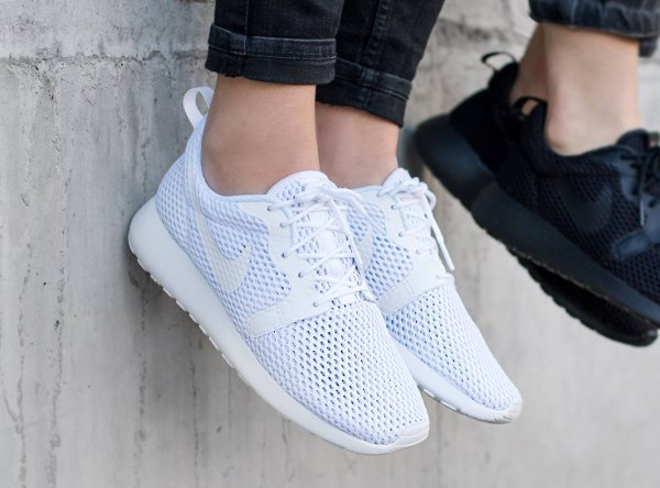 chaussure Nike Wmns Roshe One Hyper BR White Pure Platinum