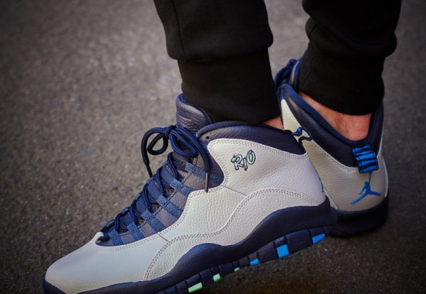 Basket Air Jordan 10 Retro City Rio Cool Grey aux pieds (7)