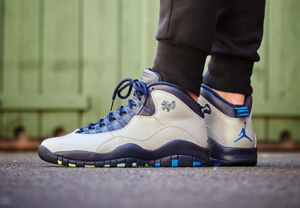 Basket Air Jordan 10 Retro City Rio Cool Grey aux pieds (8)