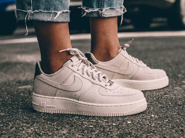 newest 2c6c8 b86ce Basket Nike Air Force 1 07  Low Suede PRM Gamma Grey Phantom pas cher (