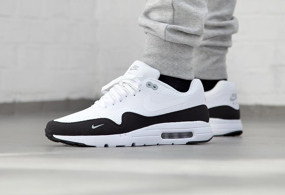 e2b9ab45e4d6 Basket Nike Air Max 1 Ultra Essential Mini Swoosh Black White (6)