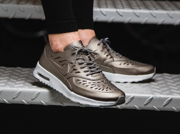 Basket Nike Air Max Thea Joli Metallic Pewter (femme) (1)