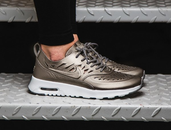 Où trouver les Nike Air Max Thea Joli Metallic Pewter   Golden Tan   daaecbcc102b