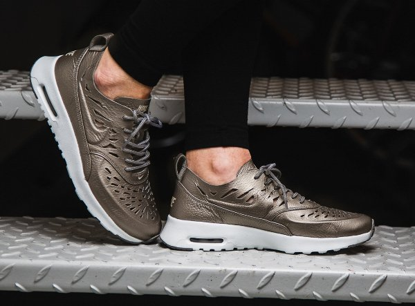 Basket Nike Air Max Thea Joli Metallic Pewter (femme) (3)