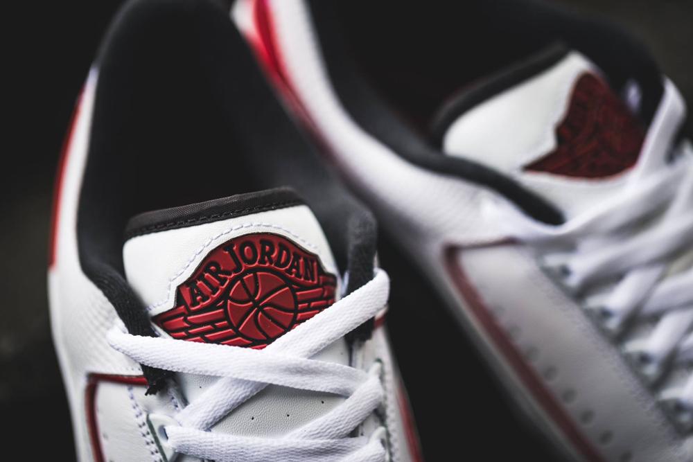 Chaussure Air Jordan 2 Retro Low White Varsity Red Black (3)